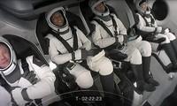 米の民間人だけの宇宙船 地球を回る軌道を飛行し地球に帰還