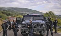 セルビア・コソボ国境で緊張高まる ナンバープレートめぐり対立