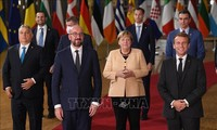 メルケル氏に総立ちで別れ 在任16年「欧州の羅針盤」―EU首脳