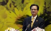 PM Nguyen Tan Dung mengusulkan supaya gerakan kompetisi dan pemberian penghargaan tahun 2012 harus merapati pelaksanaan tugas-tugas perkembangan sosial