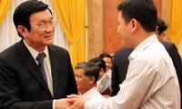 Presiden Truong Tan Sang menerima 100 kepala Koperasi tipikal