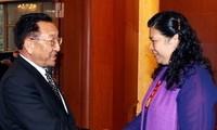 越中两国加强民族工作经验交流