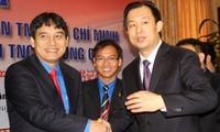 越中两国共青团第一书记举行会谈