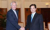 阮晋勇会见美国总统就业和竞争力委员会主席伊梅尔特