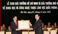 张晋创出席胡志明奖和国家奖颁奖仪式