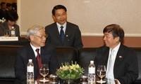 阮富仲会见新加坡人民行动党主席许文远