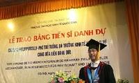 越南向德国经济和技术部长授予名誉博士学位