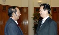 阮晋勇会见柬埔寨邮电通讯部大臣索昆