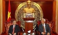 越南国会副主席汪朱刘会见老挝国会法律委员会代表团