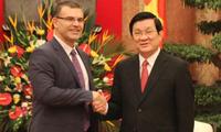 张晋创会见保加利亚和老挝客人