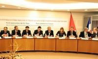 越法两国共产党理论研讨会在巴黎举行