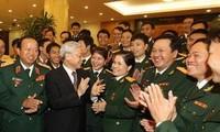 阮富仲会见全军胡志明共青团第八次代表大会代表