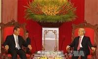 越共中央总书记阮富仲会见老挝副总理宋沙瓦•凌沙瓦