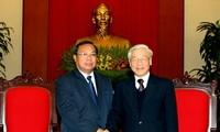 阮富仲会见老挝人民革命党高级代表团