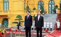 阮富仲张晋创阮晋勇分别与日本首相安倍晋三举行会见和会谈
