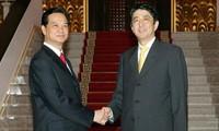 日本首相安倍晋三对越南进行正式访问