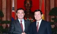 越南国家主席张晋创会见韩国国会议长姜昌熙