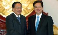阮晋勇分别会见老挝和柬埔寨领导人