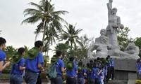 越南大学生与祖国海洋海岛夏令营活动在李山岛县举行