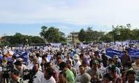 柬埔寨民众示威抗议反对派歪曲历史