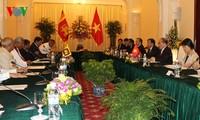 阮生雄同斯里兰卡议会议长查马尔•拉贾帕克萨举行会谈
