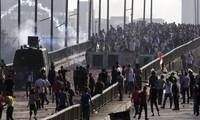 埃及发生大规模示威游行,导致近五十人死亡