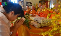 """""""盂兰节与佛子和企业家""""慈善艺术交流活动在河内举行"""