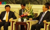 越中加强民间外交活动