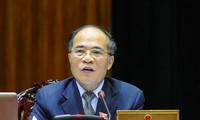 越南国会主席阮生雄探望荣市大学