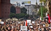 埃及伊斯兰政党继续举行游行示威支持穆尔西