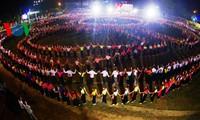 越南泰族大型古代摆手舞表演入选国内规模最大舞蹈记录