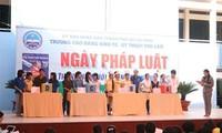 响应2013年越南法律日活动
