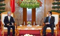 阮晋勇总理会见日本商工会议所代表团