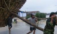 """越南中部地区积极应对超强台风""""海燕"""""""