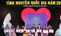 2013国家志愿奖颁奖仪式在河内举行