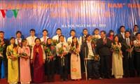 200多个课题荣获2013年越南青年科学英才奖