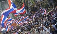 泰国民事法庭禁止暴力镇压示威者