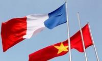 继续增进越法两国人民的相互了解
