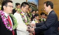 阮晋勇总理:青年突击队员、青年志愿者要在克艰创新中发挥自身作用