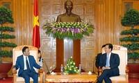 阮晋勇总理会见阿拉伯联合酋长国和缅甸新任驻越大使