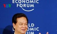 越南政府总理阮晋勇会见世界经济论坛主席施瓦布