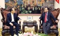 越韩加强经贸合作