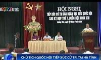 越南国会主席阮生雄接触河静省香溪县选民
