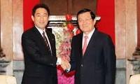 越南国家主席张晋创会见日本外务大臣岸田文雄