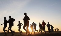 越南青年知识精英在英国举行慈善跑步比赛
