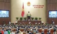越南13届国会8次会议进行信任投票,讨论国会和人民议会代表选举法