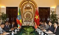 越南政府副总理武文宁同埃塞俄比亚政府副总理梅孔嫩举行会谈