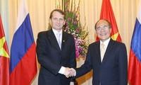 越南和俄罗斯力争将双边关系提升至新高度