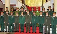 表彰在学习胡志明道德榜样中成绩优异的七十名军队和公安系统青年
