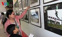 """""""胡伯伯部队——最美的人"""" 艺术摄影展在胡志明市举行"""